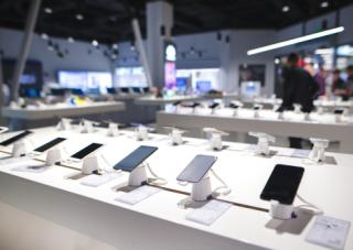wireless-carriers-temporary-changes-retail-stores